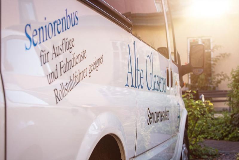 Alte-Glaserei-Seniorenresidenz-Seniorenbus